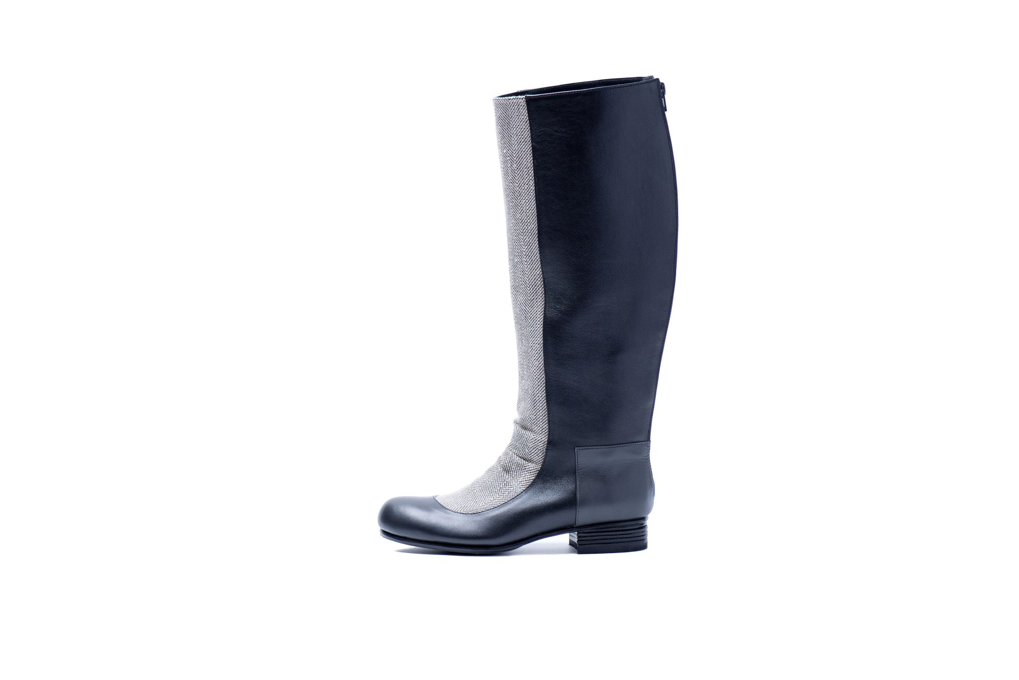 Woman's high boots by JUNE9.