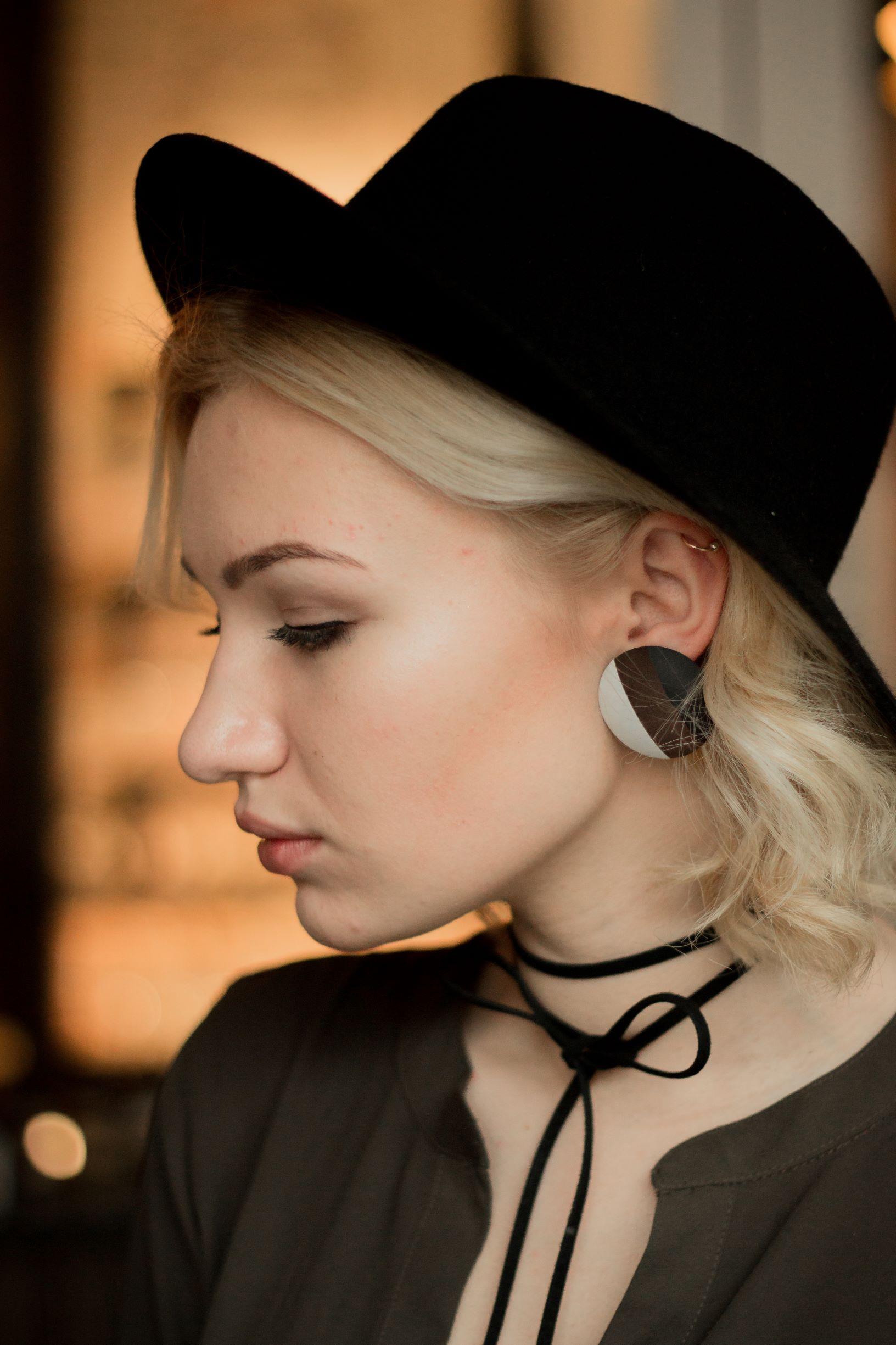 Leather earrings black brown white