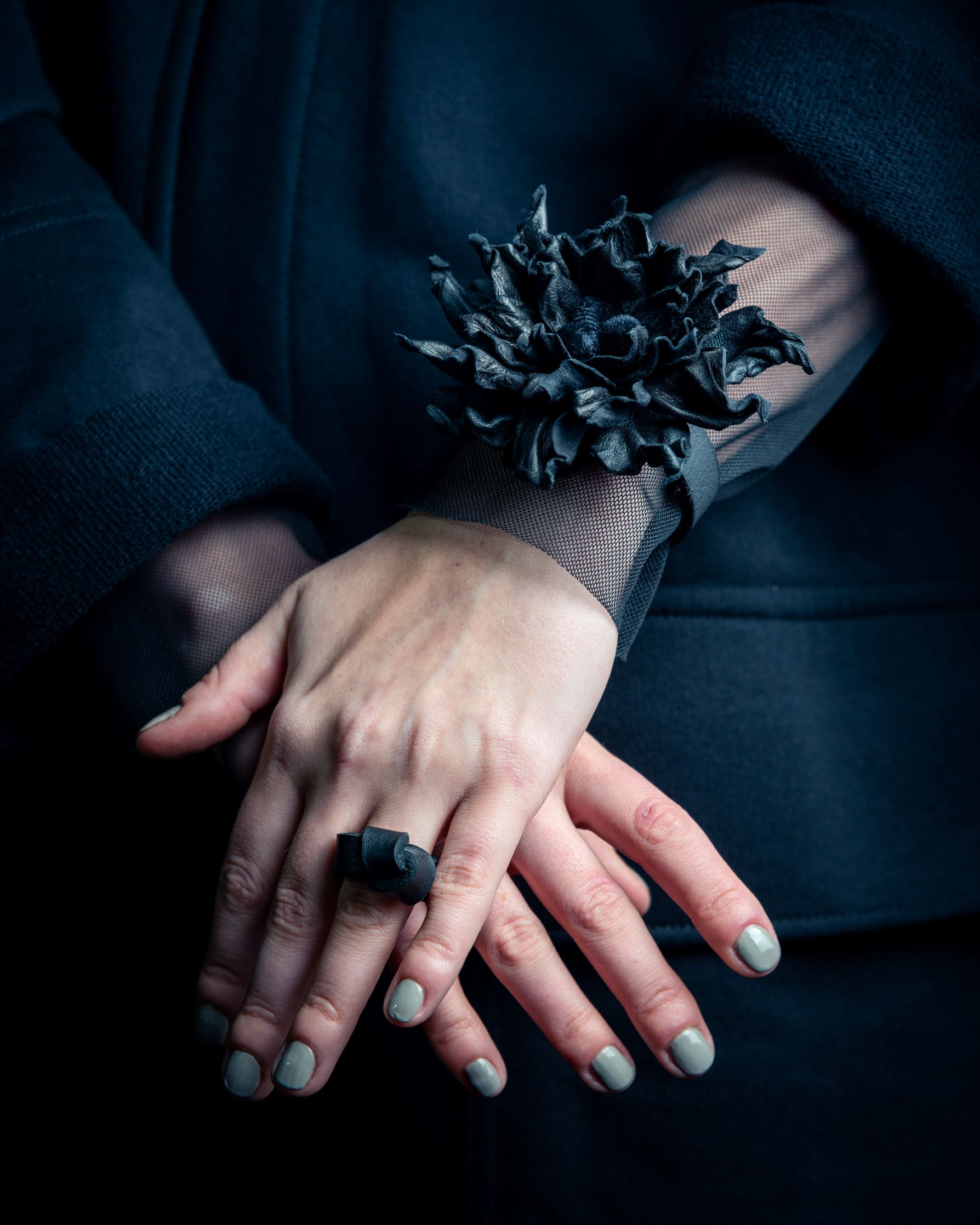 Burnt leather flower bracelet by June9Concept